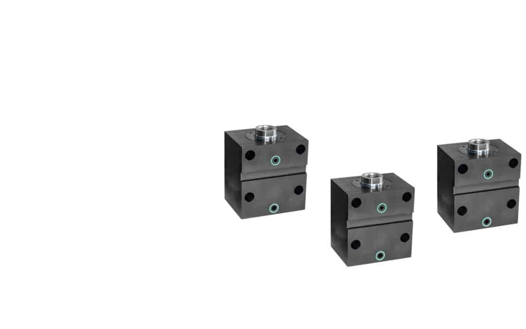 Blockzylinder aus Stahl mit Querbohrungen und Quernut (Flanschanschluss Breitseitig)