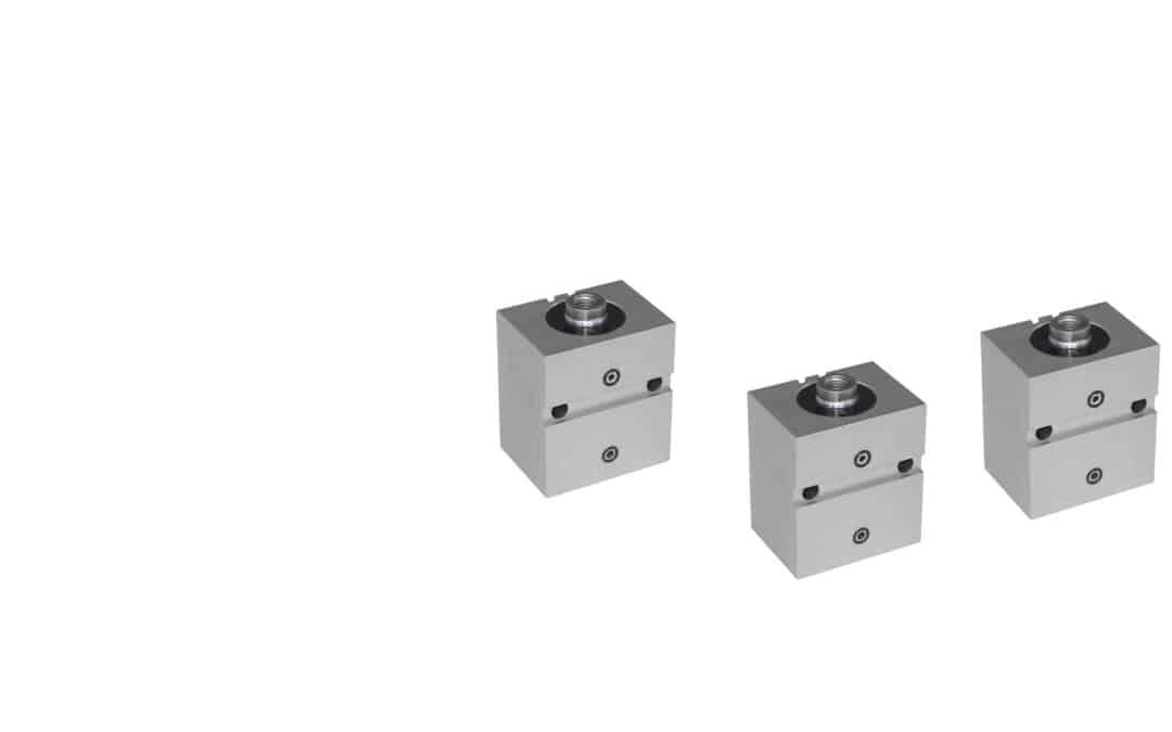 Blockzylinder aus Alu mit Querbohrungen und breiter Quernut (Flanschanschluss Breitseitig)